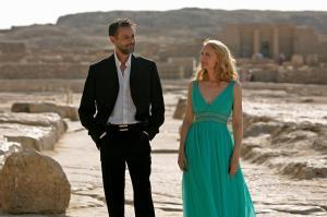 Patricia Clarkson als Juliette Grant und Alexander Siddig als Tareq Khalifa
