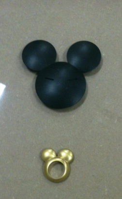 Mickey-Mouse-Brosche und -Ring