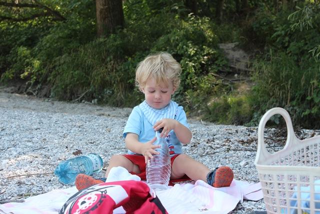 Liebstes Hobby im Moment: Flaschen auf- und zumachen.